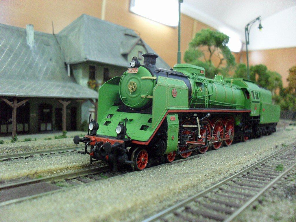 Zelený Anton 486.007 v mierke 1:87